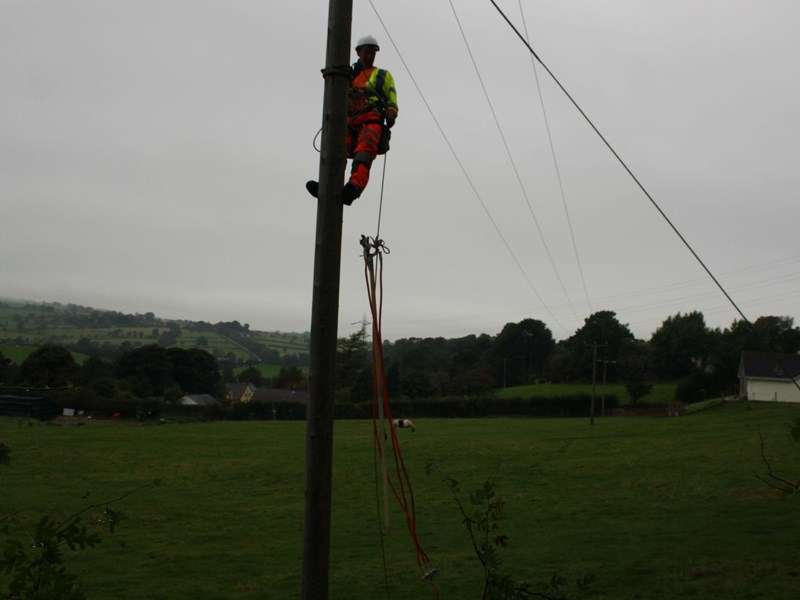 OHL lines team applying cluster earth on isolated 11kv spur line prior to tree works operations